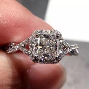 18k White gold diamond 💎 halo ring
